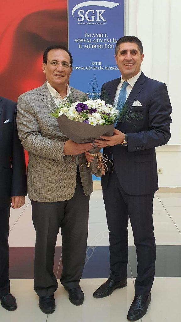 FAGİDER Yönetim Kurulu Başkanımız Bekir Artuğ, SGK Müdürü Coşkun Bilgine çiçek takdim etti.